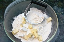 making basic flaky pie crust