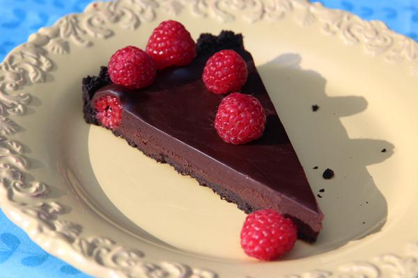 chocolate-truffle-tart-with-raspberries