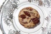 dark-chocolate-chunk-cookie-with-cacao-nibs