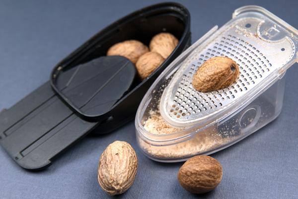 Nutmeg-microplane-2