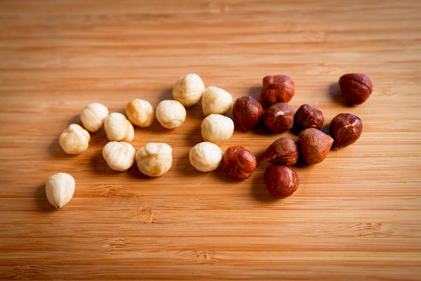 skinned and peeled hazelnuts