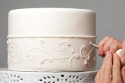 making wedding cakes