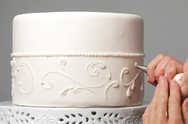 making a wedding cake
