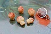 Marzipan-mushrooms