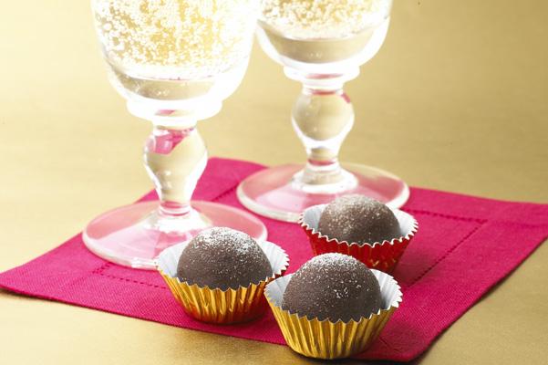 Bittersweet Chocolate Champagne Truffles Recipe | Bakepedia