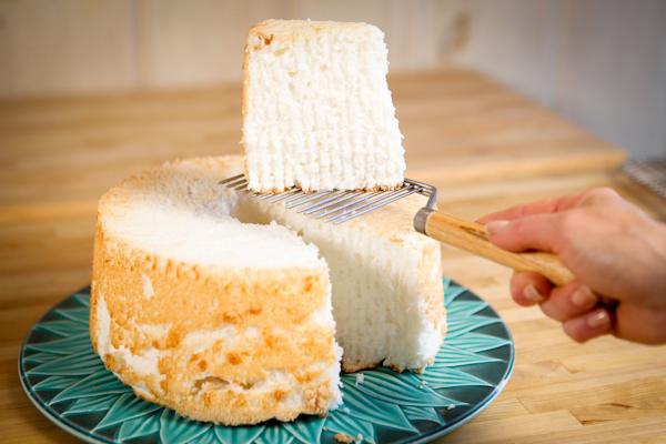 angel-food-cake-being-served