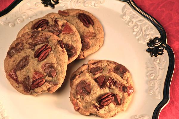 milk-chocolate-chunk-cookies-on-plate
