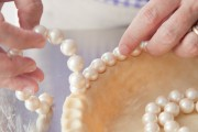 Pie crust crimp with pearls