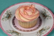 two tone buttercream rose cupcakes-2
