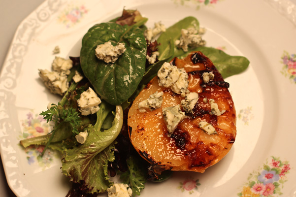 Grilled Caramelized Pears with Gorgonzola Recipe | Bakepedia