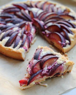 plum-and-almond-cream-tart