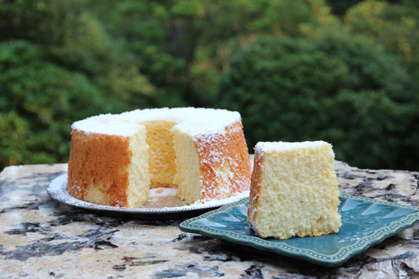 Orange chiffon cake recipe bakepedia chiffon cakes are often baked in angel food cake pans so they look quite similar chiffon cakes however use egg yolks and often include extra egg whites forumfinder Images