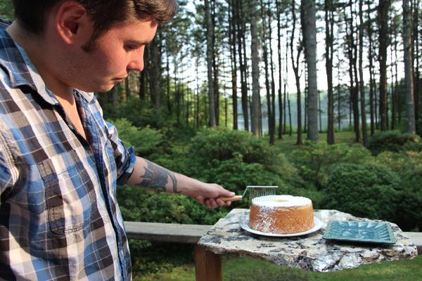 cutting chiffon cake