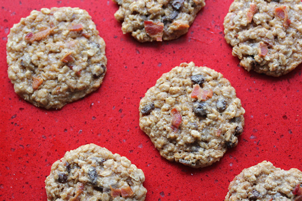 Bacon Raisin Oatmeal Cookies Recipe | Bakepedia