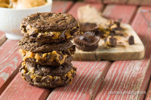 20150522_110818_Chocolate_PB_Cookie_Sandwiches-web-640x425