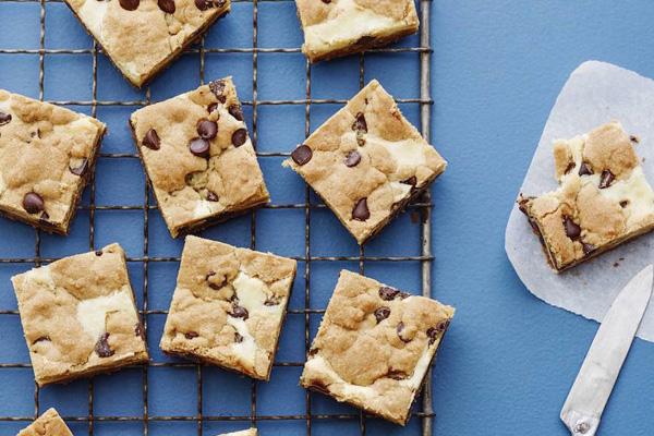 Chocolate-Chip-Cheesecake-Bars1